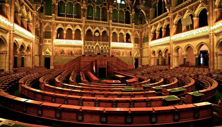 parlament_bydapestt_vbutri_2