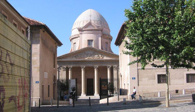 1200px-L'hospice_de_La_Vieille_Charité_qui_abrite_le_Musée_de_la_Vieille_Charité[1]