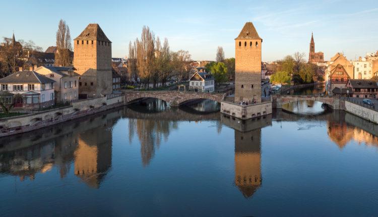 Strasbourg_Ponts_couverts_au_coucher_du_soleil_[1]