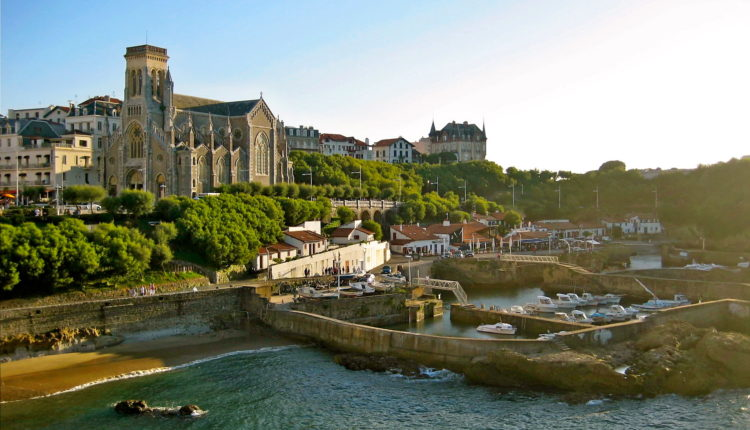 World___France_Cathedral_near_the_shore_at_the_resort_of_Biarritz__France_071647_[1]