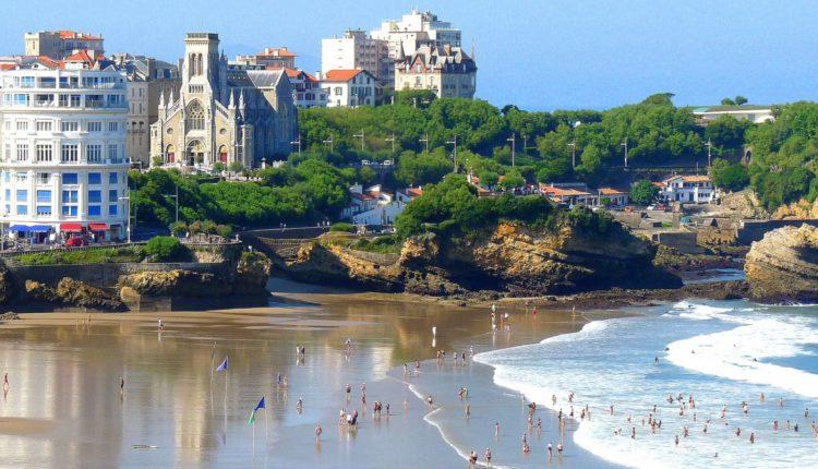 beach-at-biarritz-france-conde-nast-traveller-19aug15-pr-e1565883018823[1]